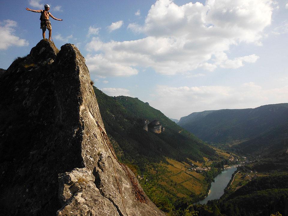 encadrement-escalade-grande-voie-gorges-du-tarn-roche-aiguille